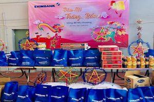 Eximbank tổ chức 'Đêm hội trăng rằm' cho trẻ em nghèo khuyết tật Hương La