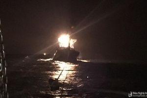 Tàu cá Nghệ An hỏng máy trên biển, 7 ngư dân yêu cầu cứu nạn khẩn cấp
