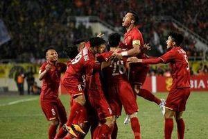 Đội tuyển Việt Nam so tài với đàn em U22 trước trận gặp Malaysia