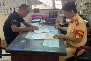 Tước giấy phép lái xe của tài xế không nhường đường cho xe cứu hỏa