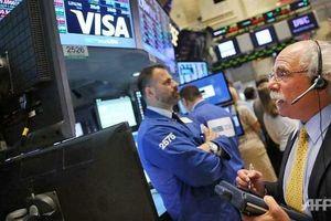 Tin xấu đến dồn dập, giới đầu tư sợ hãi