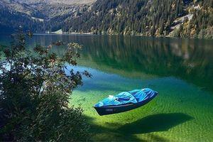 Hồ tự nhiên sạch như nước cất tại New Zealand