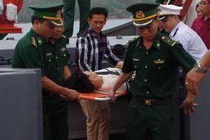 BĐBP tỉnh Bình Định tiếp nhận ngư dân gặp nạn trên biển