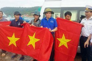 Đoàn đại biểu TPHCM thăm cán bộ, chiến sĩ các lực lượng trên đảo Thổ Chu