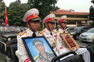 Xúc động lễ tiễn đưa Anh hùng phi công Nguyễn Văn Bảy về đất mẹ