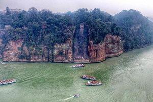 Lạc Sơn Đại Phật pho tượng Phật bằng đá lớn nhất thế giới trên vách núi