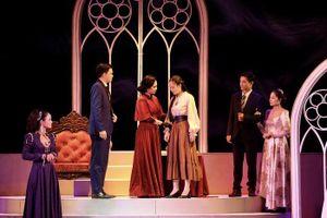 Xuân Bắc nói về trang phục đính kim cương trong vở diễn mới của Nhà hát Kịch Việt Nam