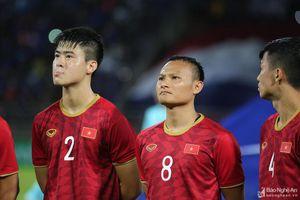 Vì sao ông Park 'dùng' hai cầu thủ Nghệ đa năng Trọng Hoàng, Văn Đức?