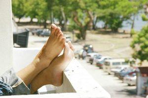 Sự thật phải biết sau hiện tượng bàn chân đổi màu vàng đáng sợ