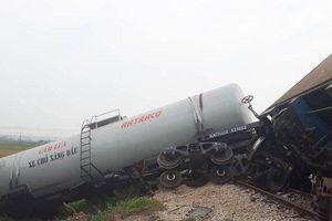 Hé lộ nguyên nhân tàu hỏa đâm xe tải, tài xế nhập viện nguy kịch