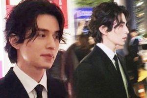 Chùm ảnh Lee Dong Wook đẹp như tượng tạc do fan chụp gây sốt Weibo: Từng góc nghiêng đều cực phẩm thần sầu!
