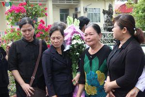 Hình ảnh người Đồng Tháp xúc động đón linh cữu anh hùng Nguyễn Văn Bảy