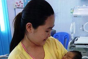 Bé gái bị bệnh hiếm gặp đã bình phục xuất viện