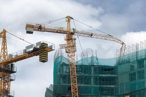 Kiến nghị gắn hộp đen và quy định niên hạn sử dụng cần trục tháp xây dựng