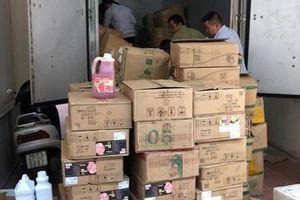 Công an Hà Nội chặn bắt 126 thùng nguyên liệu trà sữa không rõ nguồn gốc