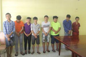 Bắt 8 đối tượng trong vụ cầm mã tấu bao vây, chém xe công an ở Đồng Nai