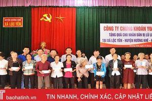 Công ty TNHH Chứng khoán YUANTA Việt Nam tặng 200 triệu đồng cho người dân vùng lũ Hương Khê