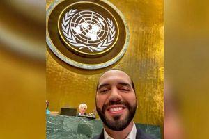 Tổng thống El Salvador chụp selfie trước phát biểu ở Đại Hội đồng LHQ