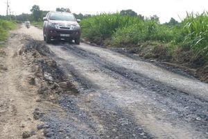 Mặt đê biển Gò Công, Tiền Giang 'kêu cứu' vì xe quá tải