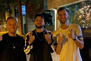 Barcelona giận dữ vì Melo chụp ảnh chung với… Neymar