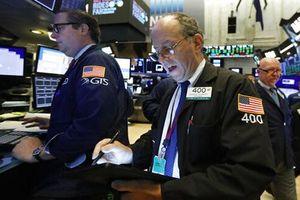 Chứng khoán Mỹ lao dốc mạnh khi Mỹ xem xét giới hạn khoản đầu tư vào Trung Quốc