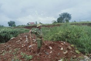 Đắk Nông: Ngang nhiên đổ xà bần, rác thải ra khu vực dân cư