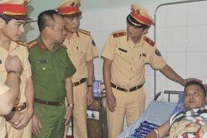 Thăm hỏi chiến sỹ CSGT Bắc Giang bị thương khi làm nhiệm vụ