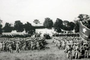 Tái hiện lễ chào cờ lịch sử Ngày Giải phóng Thủ đô cách đây 65 năm