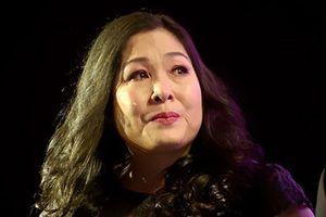NSND Hồng Vân tuyên bố đóng cửa sân khấu sau 14 năm