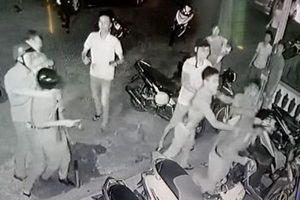 Tạm giữ 5 người tham gia chém 3 công an bị thương, cướp súng