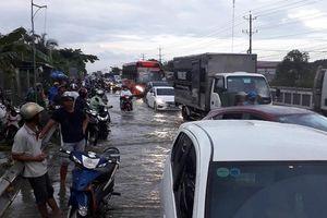 Thủy triều dâng cao gây ngập tại Vĩnh Long