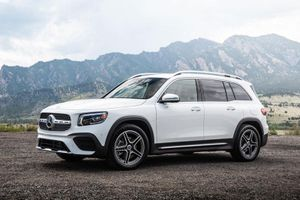 Mercedes-Benz công bố giá bán GLB 2020: Rẻ bất ngờ