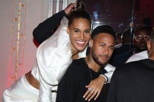 Neymar dự tiệc với dàn người mẫu ở Paris