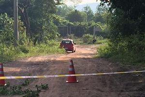 Tài xế taxi thoát chết ngoạn mục sau khi bị 2 tên cướp cắt cổ