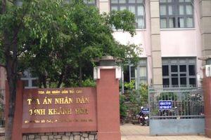 Vụ Trung tâm y tế Khánh Sơn: Tòa bất lực vì Công an 'khăng khăng' vụ án không có dấu hiệu hình sự?