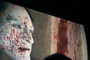 Ngôi sao Aquaman - Jason Momoa mặc đồ 'tím lịm tìm sim' đến buổi ra mắt Joker!