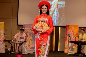 Hoa hậu Ngọc Hân trình diễn áo dài ở Ả-rập Xê-út