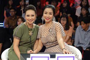 NSND Hồng Vân bị tố 'chơi xấu' bạn thân trên sân khấu 'Ký ức vui vẻ'