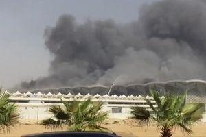 Cột khói đen xì bốc lên từ nhà ga tàu cao tốc ở Saudi Arabia