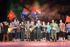 Nhà hát Chèo Quân đội đón nhận Huân chương Bảo vệ Tổ quốc hạng Nhì
