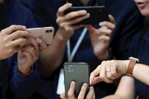 iPhone 11 bán chạy dù bị chê 'tơi bời'