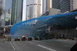 Cảnh sát Hong Kong bắn hai phát súng cảnh cáo người biểu tình