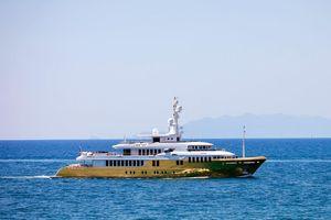 Cận cảnh du thuyền mạ vàng lớn nhất thế giới