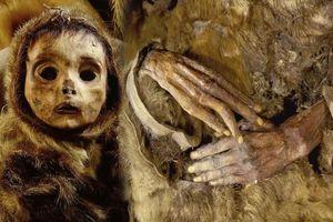Xác ướp em bé cách đây 500 năm còn giữ nguyên da và tóc