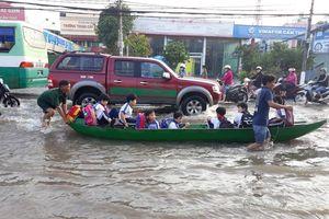 Người Cần Thơ vật lộn trong biển nước, học sinh tiếp tục được nghỉ học