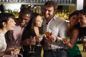 WHO: Nga giảm 43% lượng rượu tiêu thụ tính trên đầu người
