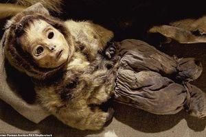 Tìm thấy xác ướp gia đình 8 người được chôn từ 500 năm trước và hủ tục con cái bị 'chôn sống' cùng mẹ để cả nhà được bình yên