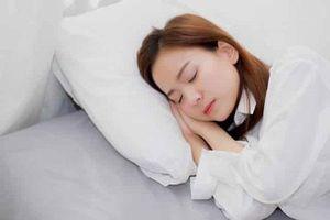 Làm điều này trước khi đi ngủ, bạn sẽ thấy sự khác biệt ngay vào sáng hôm sau