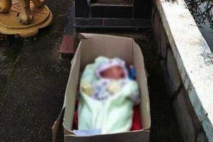 Phát hiện cháu bé bị bỏ rơi trước nhà người dân