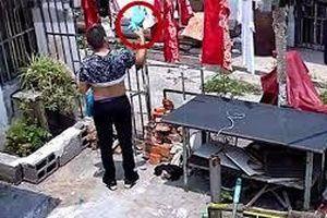 Phó chủ tịch xã ở miền Tây thường xuyên trộm quần lót của cô gái hàng xóm